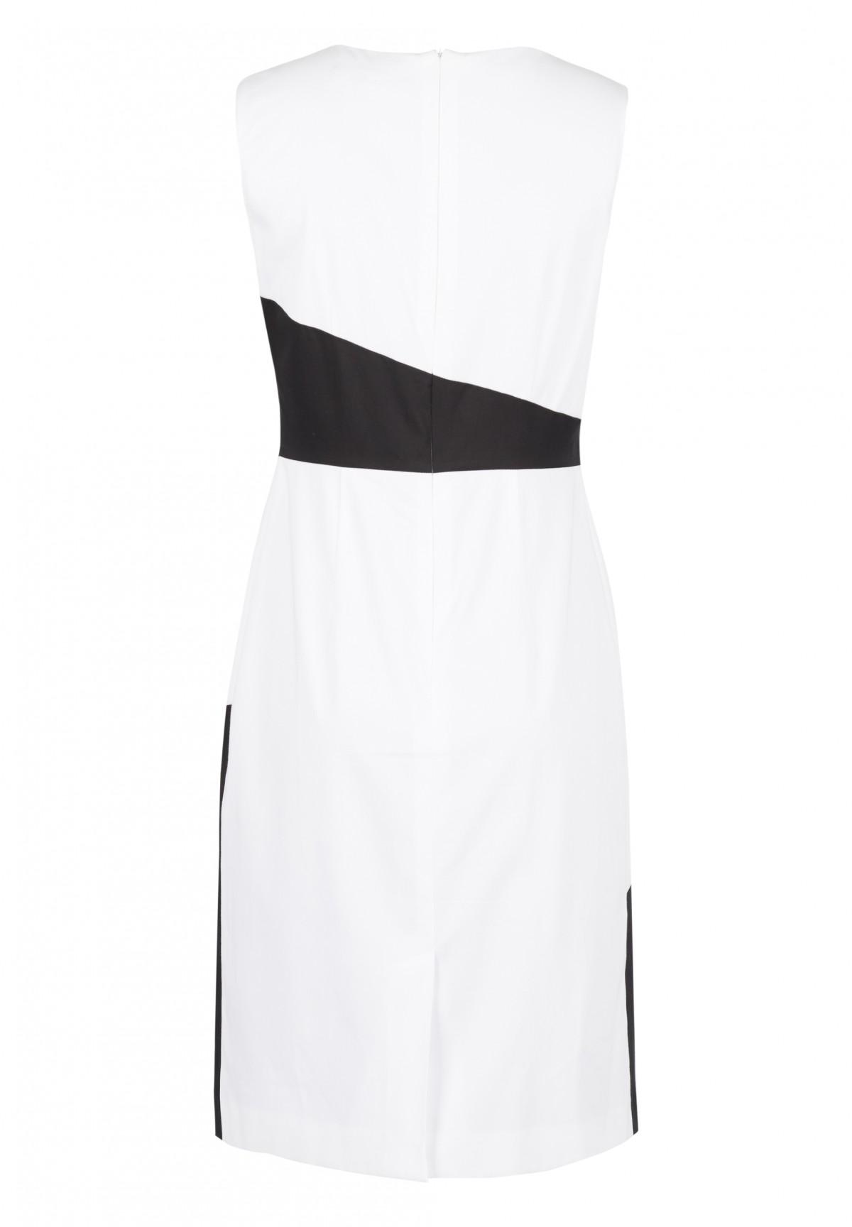 Kleid mit grafischem Design / Kleid