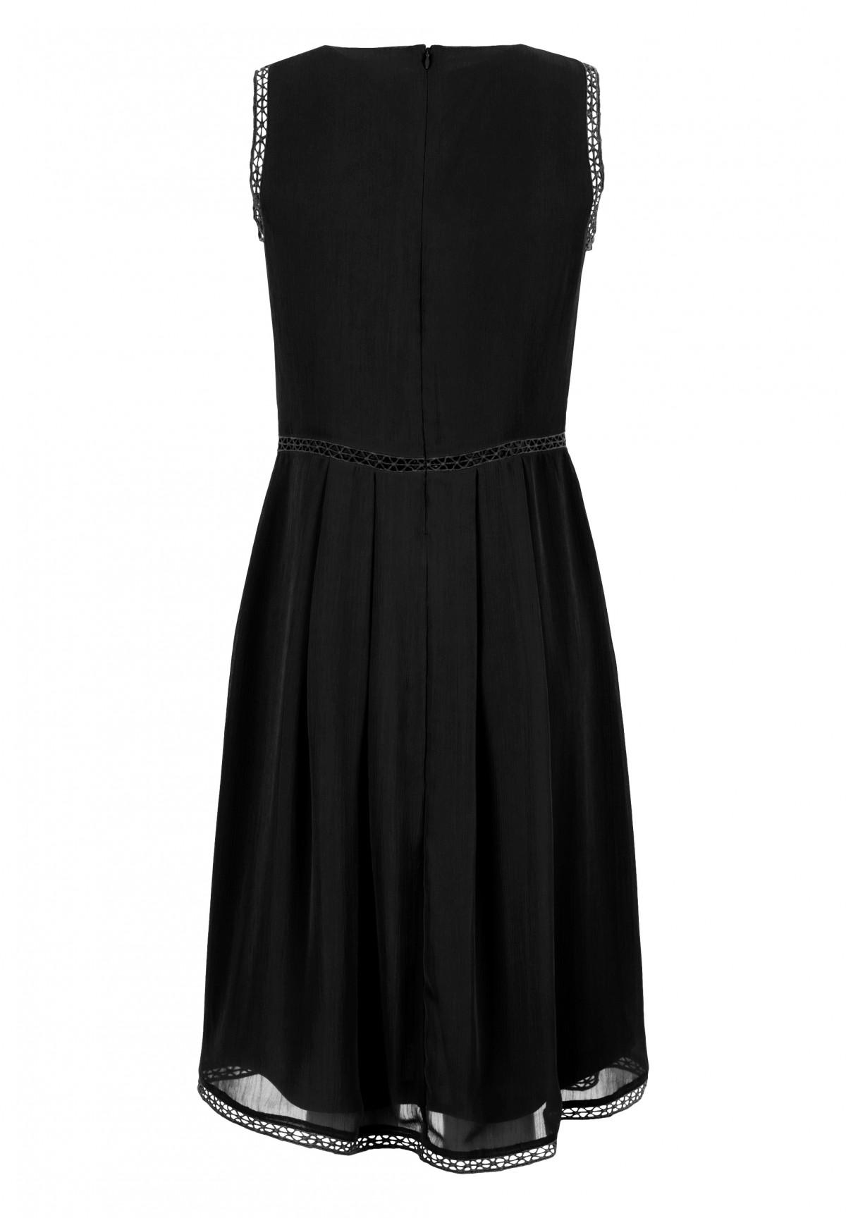 Hübsches Kleid mit Zierband / Kleid