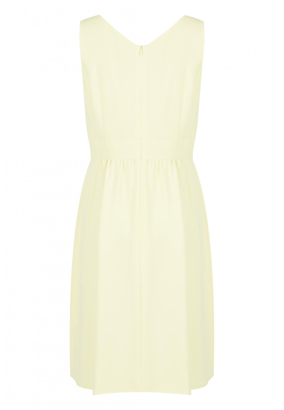 Kleid mit raffiniertem Schnitt / Kleid