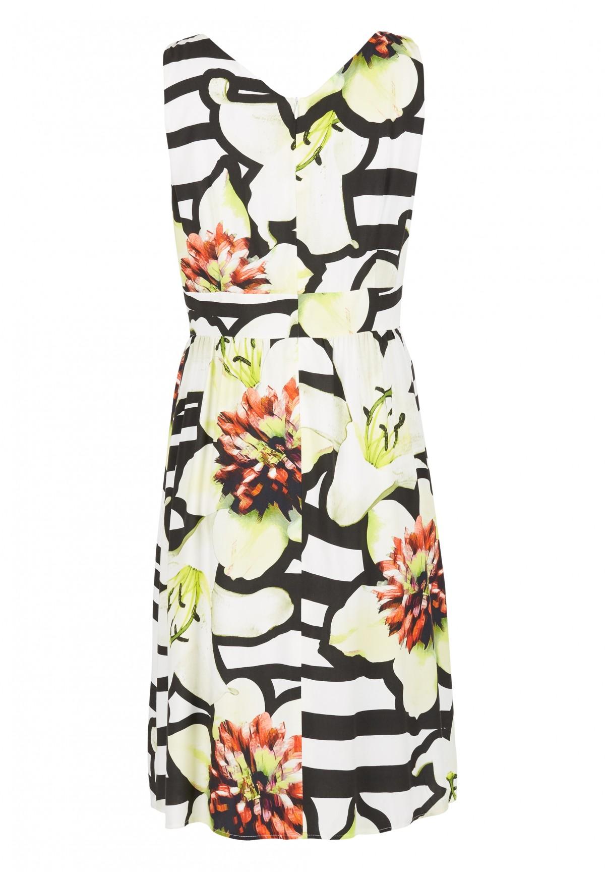 Kleid mit floralem Muster / Kleid