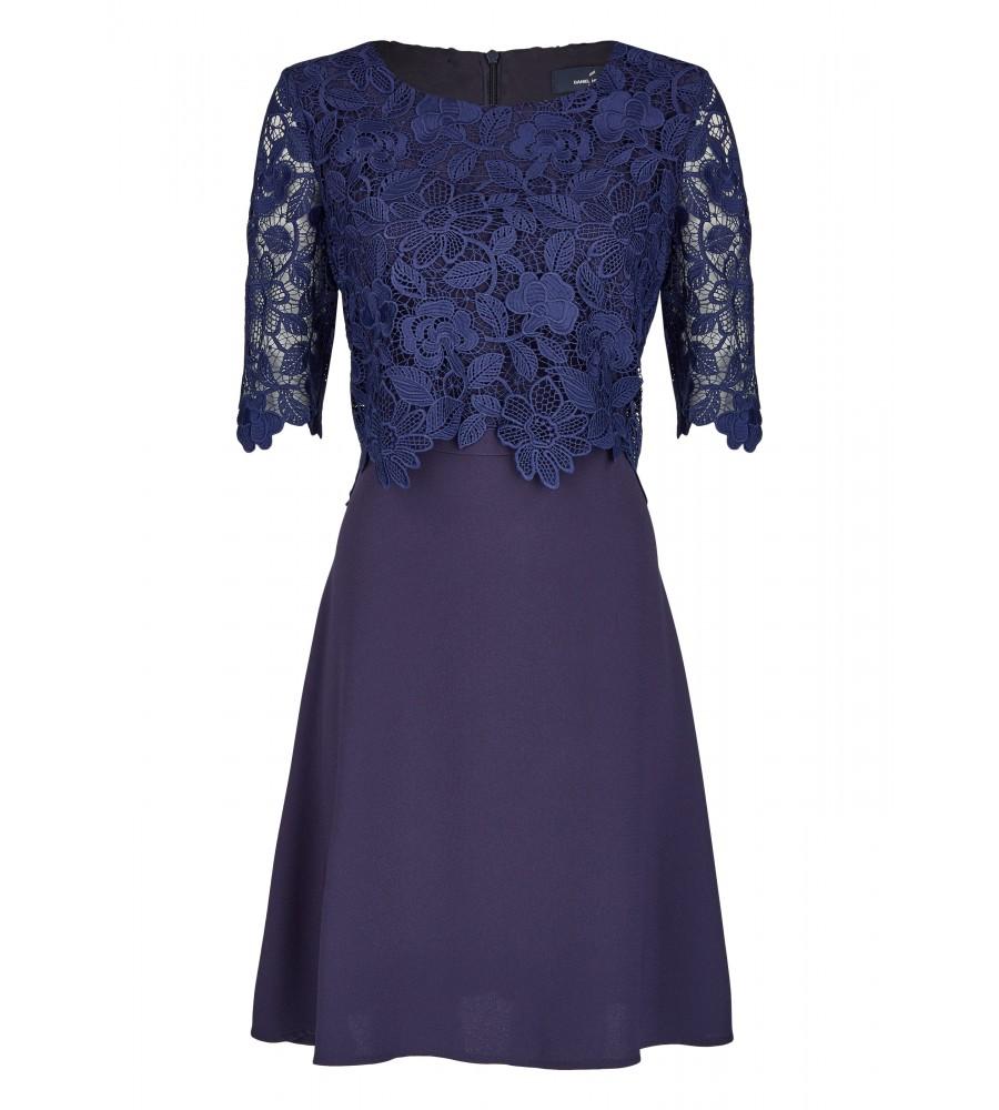 Elegantes Kleid mit Spitze - Mit diesem hübschen Kleid von Daniel Hechter sind Sie ideal für allerlei festliche Anlässe ausgestattet. Es ist elegant geschnitten und verfügt über Spitzendetails an den �rmeln. Der locker fallende Rockteil und das hochwertige Material sorgen für optimale Trageeigenschaften.