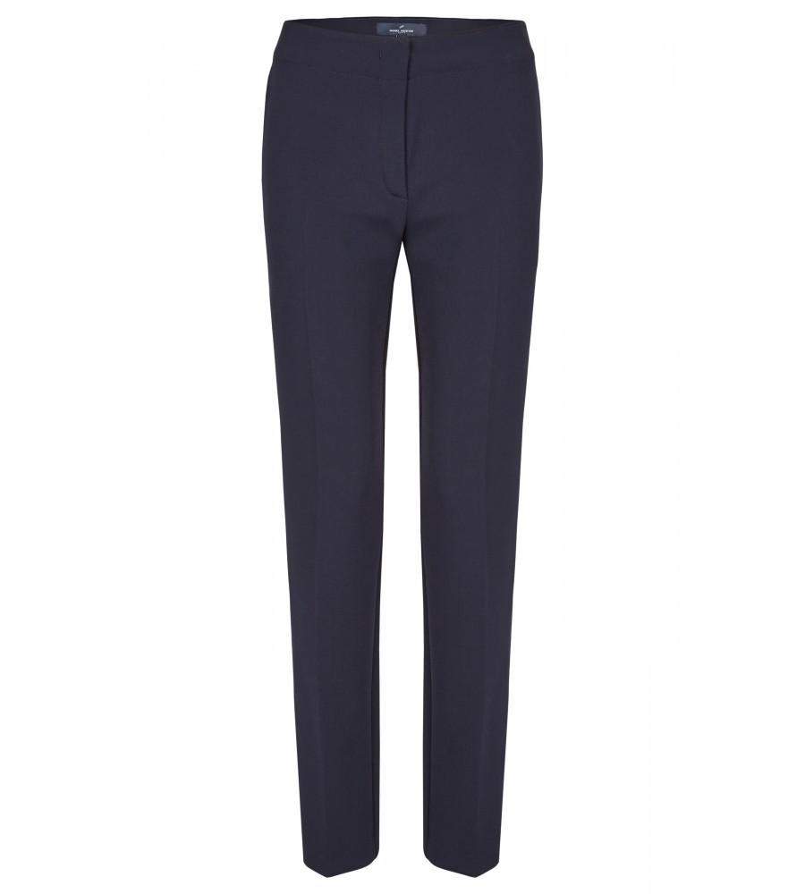 Klassische Hose - Beweisen Sie Stilbewusstsein mit dieser klassischen Hose von Daniel Hechter. Sie ist schmal geschnitten und lässt sich mit einem Hakenverschluss schlie�en. Die Hose verfügt nicht über Gürtelschlaufen. Einschubtaschen hinten runden den Look ab. Der Stoff aus hochwertigem Viskose-Mix verspricht höchsten Tragekomfort, Langlebigkeit und Formstabilität.