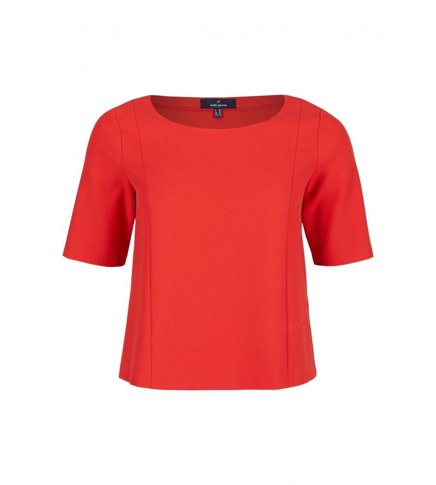 Trendiges Blusen-Shirt - Dieses kurz geschnittene Shirt von Daniel Hechter ist ein absolutes Must-Have für die kommende Saison. Der Material-Mix aus Polyester, Viskose und Elasthan verleiht ihm hervorragende Trageeigenschaften, Langlebigkeit und Formstabilität. Der feminine Rundhalsausschnitt und die Ziernähte sorgen für eine moderne Optik.