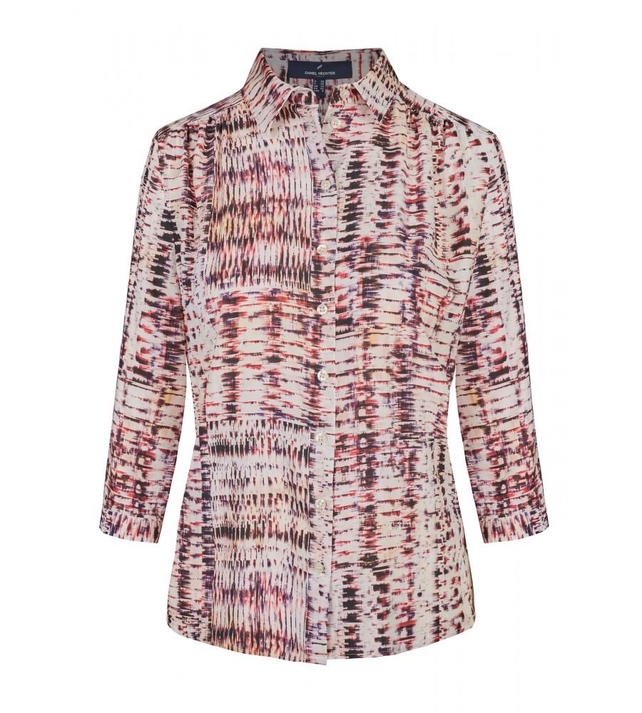 Bluse mit grafischem Muster - Exklusiv und modisch kommt diese Bluse mit grafischem Muster daher. Für einen eleganten Look sorgen die Raffung an den Schultern sowie die Knopfleiste. Das Material aus reiner Viskose trägt sich besonders angenehm. Ein idealer Partner sowohl für Business-Outfits als auch zu Jeans.