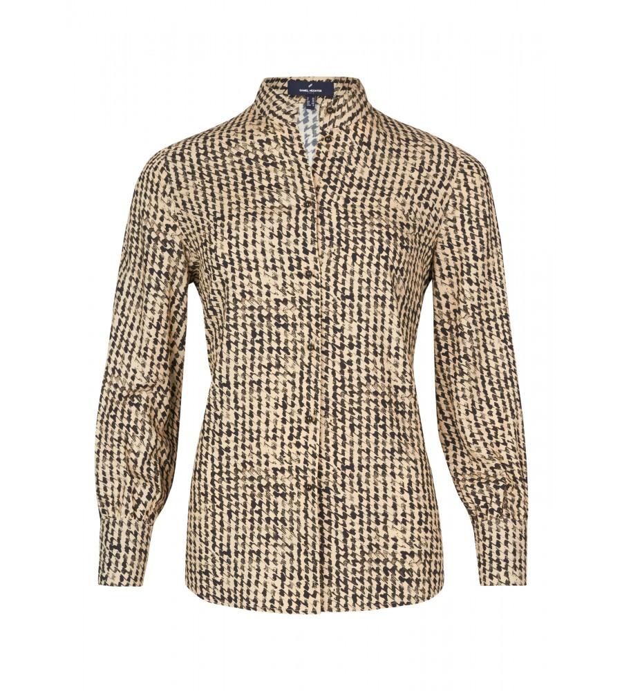 Trendige Bluse mit grafischem Muster - Diese modische Bluse ist ein essentieller Bestandteil Ihrer Business-Garderobe. Ihren modernen Look erhält sie durch kleinen Stehkragen, die leicht voluminösen �rmel sowie das grafische Muster. Sie lässt sich toll zu Business-Outfits oder Jeans kombinieren. Die perfekte Passform entsteht durch den femininen Schnitt und das Material aus reiner, flie�ender Viskose.