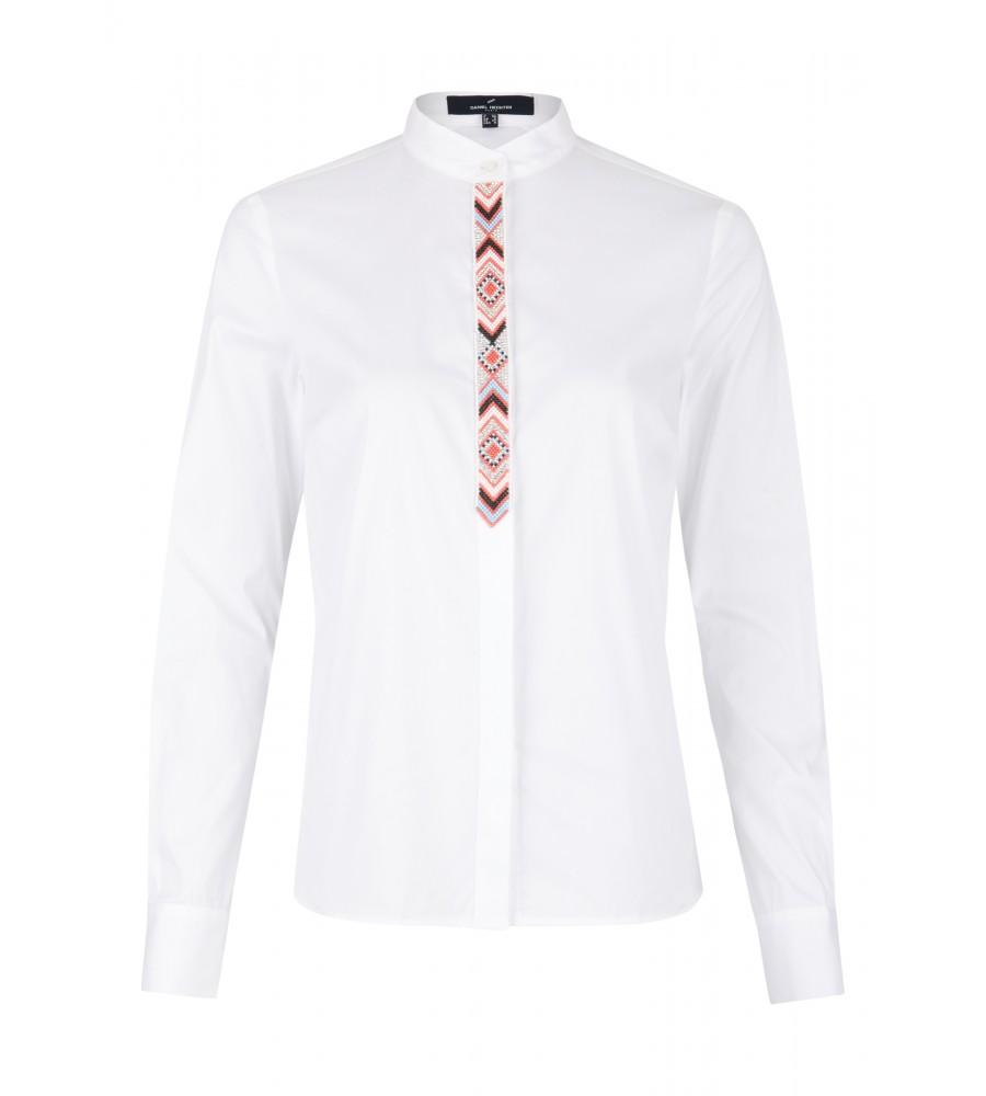 Modische Bluse mit Perlen-Schmuckleiste - Diese Bluse von Daniel Hechter ist ein Must-Have für die kommende Saison. Sie kombiniert gekonnt ein klassisches Blusen-Design mit einem au�ergewöhnlichen Grafik-Element. Dank hochwertigem Baumwollstoff mit Stretch-Anteil verfügt sie über hervorragende Trageeigenschaften.