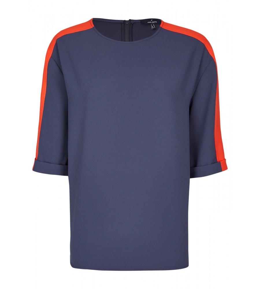 Sportliche Bluse - Diese Bluse im sportlichen Stil begeistert mit den modischen Kontraststreifen und ihrem weitem Schnitt. Sie lässt sich mit einem Rei�verschluss am Rücken verschlie�en und besteht aus hochwertiger, zart flie�ender Kunstfaser.
