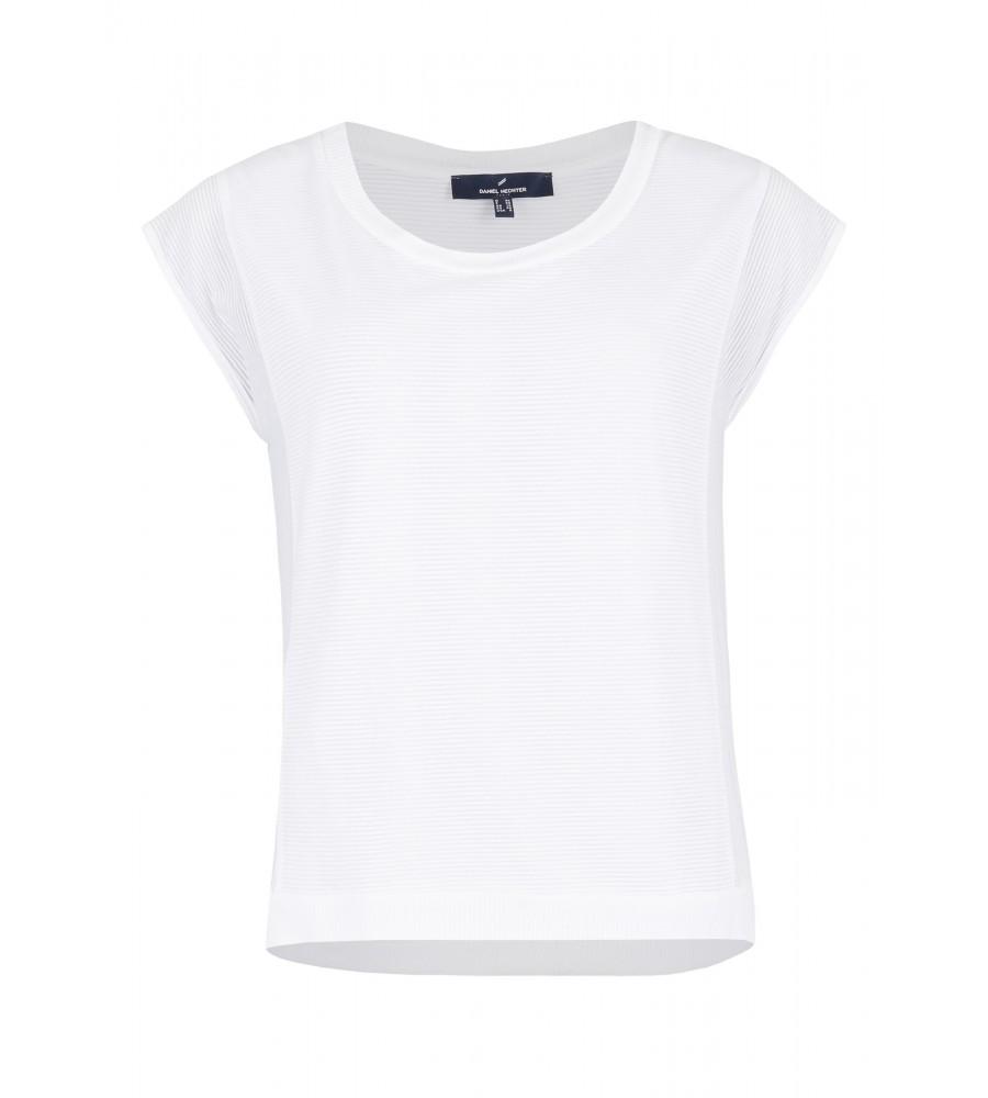 Shirt mit Streifen-Muster - Dieses hübsche Shirt von Daniel Hechter ist das perfekte Kombi-Teil für den Sommer. Es besteht aus einer hochwertigen Viskose-Polyamid-Mischung, die Tragekomfort, Formstabilität und Langlebigkeit verspricht. Das Design ist gekennzeichnet durch ein maritimes Streifen-Muster und einen femininen Rundhalsausschnitt. Das Shirt ist durch sein cleanes Design unheimlich vielseitig kombinierbar.