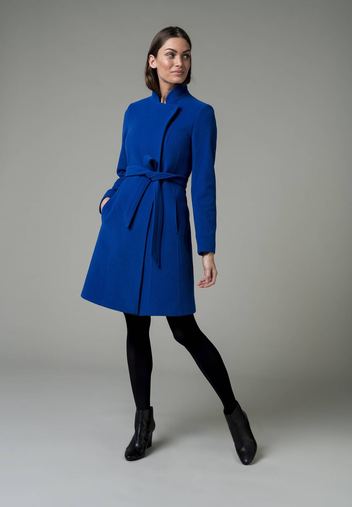 Modischer Mantel mit Bindegürtel / Wool Coat